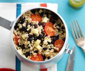Salada de feijão com trigo perlado e tomate