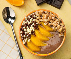 Smoothie bowl de naranja y chocolate