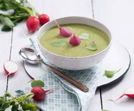 Krémová polévka z ředkvičkových listů s ředkvičkami v páře