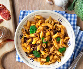 Penne com brócolos e tomate seco sem glúten