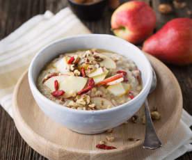 Porridge mit Früchten und Zimt