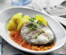 Fish and potatoes with tomato sauce