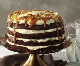 Tort brownie z solonym sosem karmelowym i bitą śmietaną