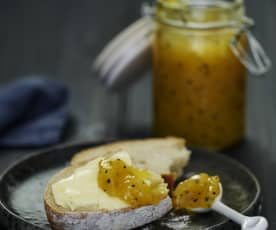 Confiture de mangues et fruits de la passion