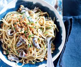 Spaghetti aux anchois et aux pignons