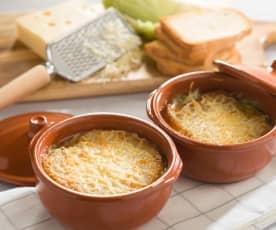 Sopa de repollo, queso y beicon