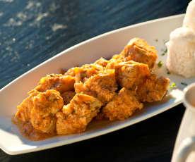 Pechuga de pollo en adobo y salsa de cebolla