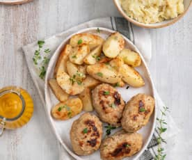 Zrazy mielone z ziemniakami, kapustą z jabłkiem i sosem warzywnym