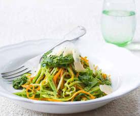 Espaguetis de verduras con pesto de menta