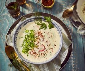 Gekühlte Joghurtsuppe mit Zitrone