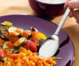 Pisto de berenjenas con arroz y salsa de yogur