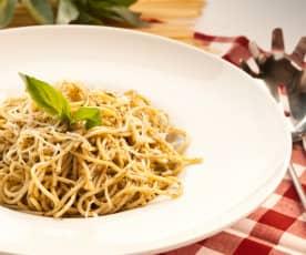 Espaguetis al pesto con aroma de cítricos