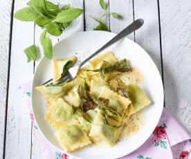 Ravioli mit Spinat und Salbeibutter