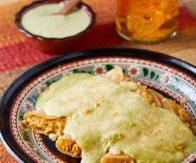 Enchiladas con salsa cremosa de jalapeño