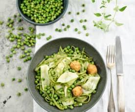 Salada de legumes com bolinhas de queijo
