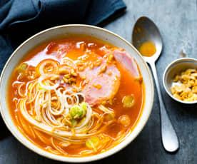 Soupe de porc aux nouilles de blé