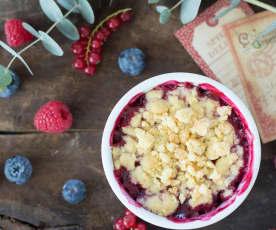 Crumble navideño de frutos rojos y manzana