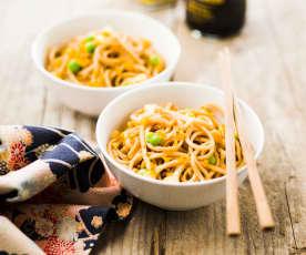Sauté de nouilles chinoises et petits légumes