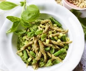 Frische Kastanien-Trofie mit Pesto, Kartoffeln und grünen Bohnen