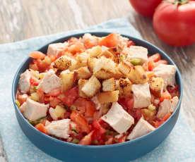 Gazpacho en ensalada con pollo asado