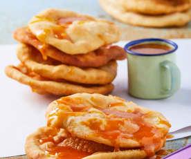 Buñuelos de feria con miel de guayaba y piloncillo