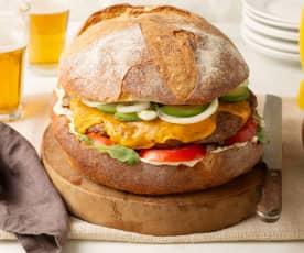 Hamburguesa XXL con cebolla, beicon y queso