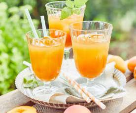 Aprikosen-Eistee mit Zitronenmelisse