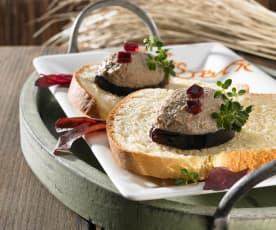 Geflügelleber-Mousse zu Brioche