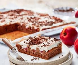 Nektarinen-Blechkuchen mit Vanillesahne
