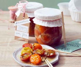 Geschmolzene Tomaten im Glas