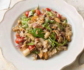 Ensalada de arroz integral con pera, jamón y parmesano con vinagreta de frutos secos