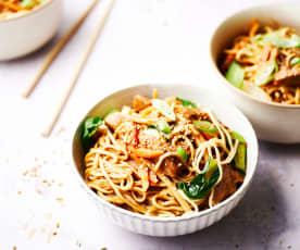 Noodles con pavo en salsa de ciruela