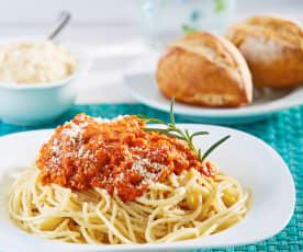 Espagueti con salsa de tomate y atún