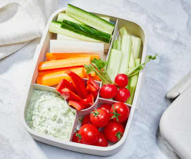 Gemüsesticks mit Feta-Minz-Dip
