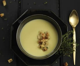 Sopa de alho-francês com croutons