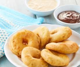 Buñuelos de manzana con salsa de caramelo