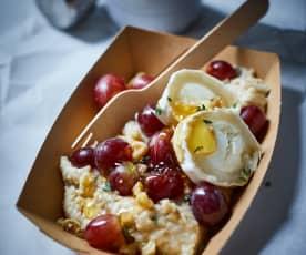 Ziegenkäse-Porridge mit Trauben