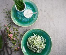 Salada de pepino com molho de iogurte e cebolinho