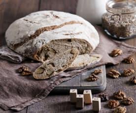 Chleb pszenno-żytni na zakwasie z pieczonymi ziemniakami i orzechami włoskimi