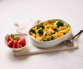 Nudel-Brokkoli-Auflauf mit Tomatensalat