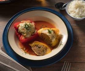Gefüllte Paprika mit Reis und Paradeissauce