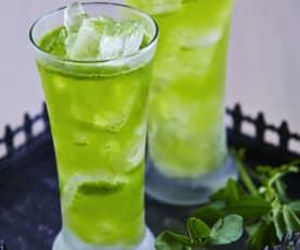 Agua de alfalfa, lechuga y limón
