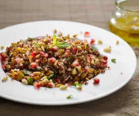 Salát s quinou a granátovým jablkem
