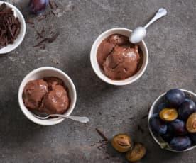 Lody czekoladowe z pieczonymi śliwkami