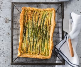 Asparagus tart with sour cream pastry