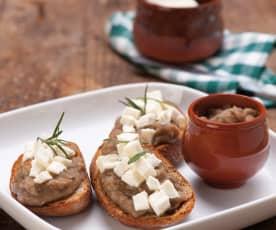Crostini z kremem z bakłażana i mozzarellą