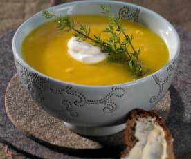 Pastináková polévka s dýní a jablky