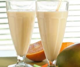 Batido de mango, naranja y piña