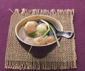 Zuppa cinese con polpette di gamberetti