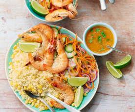 Salade de couscous, crevettes, pickles et sauce au citron vert